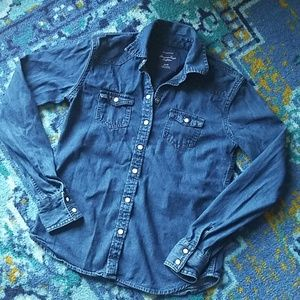 American Eagle Favorite Fit Snap up Denim Shirt
